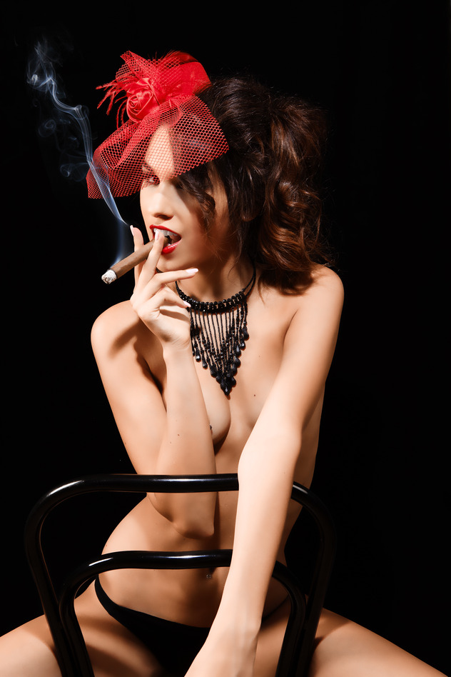 photodune-6582092-cabaret-sexy-lady-smoker-s